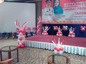 balon dekorasi panggung