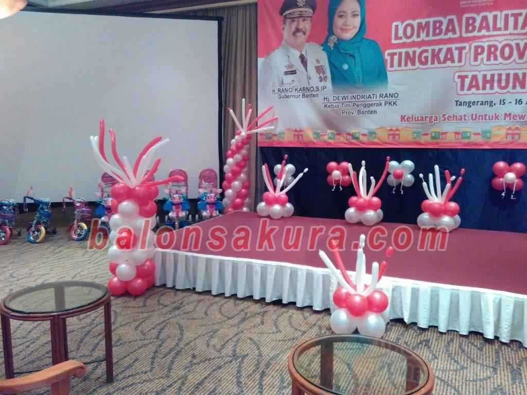 balon dekorasi panggung merah putih
