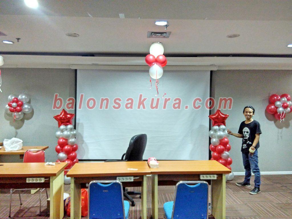 balon dekorasi ruangan merah putih