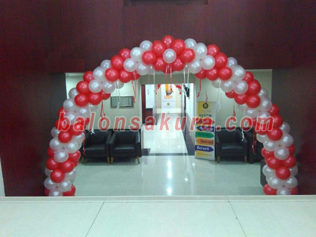 balon gate merah putih