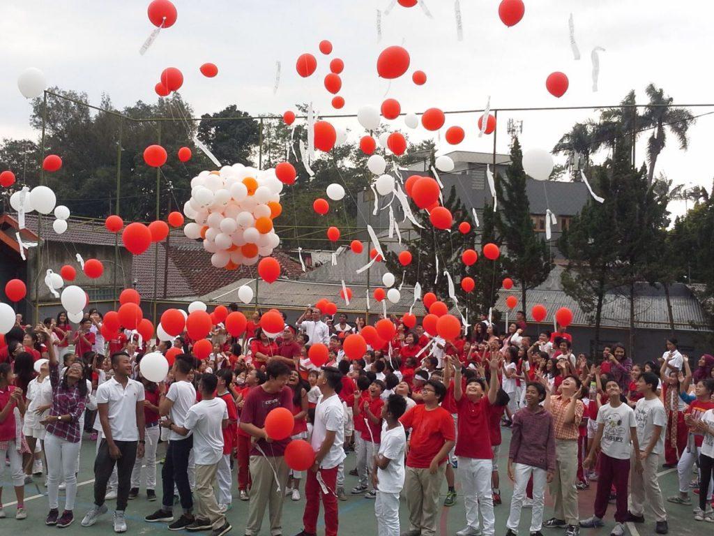 balon pelepasan merah putih