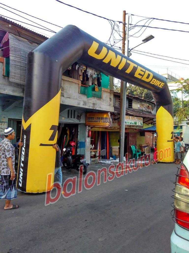 balon gate united bike