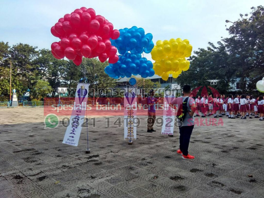 balon pelepasan kelulusan murid