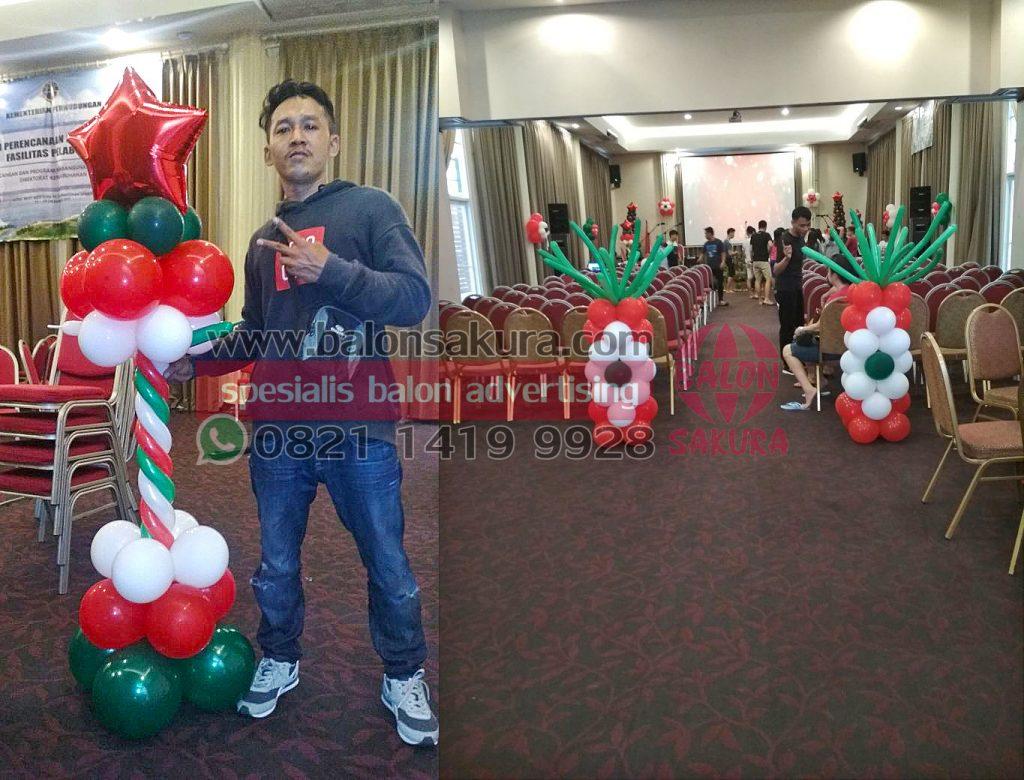 dekorasi balon natal di gereja